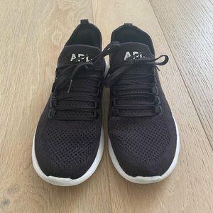 APL sneaker black size 7.5